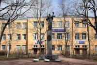 На набережной реки Карповки в числе большого количества строений больничного комплекса имени выдающегося врача...